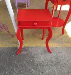 criado mudo vintage vermelho -