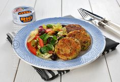 Tuna and Ricotta Cheese Patties (CC Eng Sub) Cheese Patties, Ricotta, Romanian Food, Romanian Recipes, Meals For The Week, Slimming World, Tandoori Chicken, Easy Meals, Appetizers