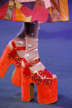 Marc Jacobs Spring 2017 Ready-to-Wear Fashion Show Details Psychedelic Fashion, Creative Shoes, Marc Jacobs Shoes, Colorful Shoes, Dream Shoes, Sexy High Heels, Platform Shoes, Fashion Details, Couture Fashion