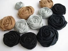 Rolled Fabric Flowers, Fabric Roses, Blouse And Skirt, Flower Applique, Flower Crafts, Rosettes, Sewing Tutorials, Hair Pins, Hand Sewing
