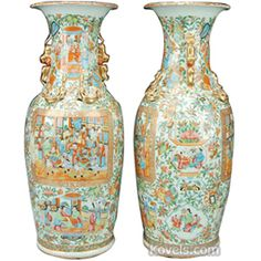 Chinese Export Famille Rose, Butterflies, Birds, Roses, Foo Dog & Ring Handles Vase