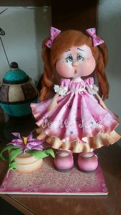 Fofucha Handmade Crafts, Diy And Crafts, Arts And Crafts, Fondant Cake Toppers, Felt Fairy, Doll Wigs, Cute Eyes, Holly Hobbie, Clay Figures
