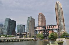 1280px-Gantry_Plaza_State_Park_Long_Island_City_01_(9431668991).jpg
