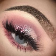 glitter ideas pink eyes make blue for up Pink glitter eyes make up ideas for blue eyesYou can find Pink eye makeup and more on our website Prom Eye Makeup, Makeup Eye Looks, Eye Makeup Art, Pink Makeup, Glam Makeup, Eyeshadow Makeup, Makeup Tips, Pink Eyeshadow, Makeup Ideas