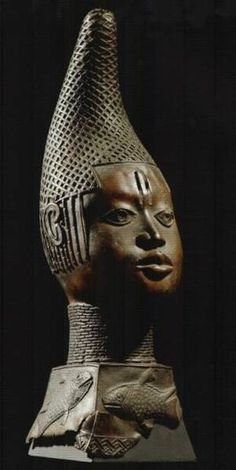 The bronze head date from the creation of the title of Iyoba, awarded to the woman and mother (Uhunmwun-Elao) who literally, gave birth to the future king, Oba Esipie Ancient Benin (Nigeria). Ancient History, Art History, Statues, Sculpture Art, Bronze Sculpture, Art Et Architecture, Afrique Art, African Sculptures, Art Populaire