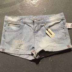 Forever 21 shorts size 30 Cuffed denim shorts with destroyed look size 30 Nwt Forever 21 Shorts Jean Shorts