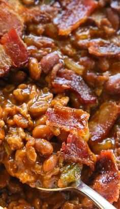 The Best Baked Beans With Ground Beef & Bacon! _ This recipe for baked beans is hearty & thick. Bring these to your next potluck & everyone will agree that these are the best baked beans! Best Baked Beans, Baked Bean Recipes, Beef Recipes, Cooking Recipes, Best Pork And Beans Recipe, Ground Beef Baked Beans, Crockpot Baked Beans, Baked Beans With Bacon, Snacks