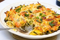 spaghetti squash caprese bake (with tomatoes, spinach, mozzarella cheese and garlic) yummm