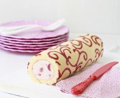 Πώς να κάνουμε εύκολα, σχέδια σε ζύμη για κορμό -ρολό! Food Cakes, Cupcake Cakes, Sweet Recipes, Cake Recipes, Dessert Recipes, Dessert Oreo, Decoration Patisserie, Cake Decorating Tips, Rolls Recipe