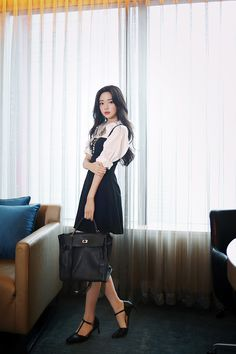 Casual Work Outfits, Fall Outfits, Cute Outfits, Korean Fashion Dress, Korean Outfits, Pretty Korean Girls, Dark Fashion, Teen Fashion Outfits, Girl Poses