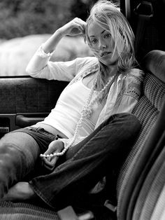 Pin for Later: You Won't Believe These 28 Stars Were Once Abercrombie Models Olivia Wilde, 2004 We're all about this look on Olivia Wilde. And remember when you tied your pearl necklace like that? We're totally guilty.