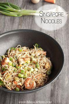 Singapore Noodles - Singapore Chow Mein - Stir fried Asian Noodles www.masalaherb.com #Recipe #Asian #stepbystep