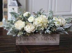 Wood Box Centerpiece, Dining Room Centerpiece, Floral Centerpieces, Table Centerpieces, Dining Table, Modern Floral Arrangements, Country Flower Arrangements, Country Farmhouse Decor, Antique Farmhouse