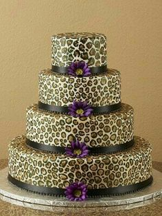 Wedding Cake Croce Garcia C. Lyn this is totally Ashley Torre's wedding cake Cheetah Cakes, Leopard Cake, Beautiful Cakes, Amazing Cakes, Leopard Print Wedding, African Cake, Jungle Cake, Animal Print Fashion, Occasion Cakes