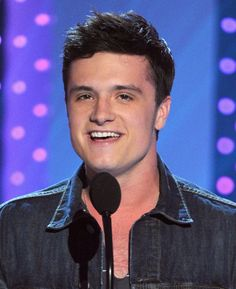 Josh's interview at the NewNowNext awards. Click the pic to see the video. oh!!! :) cute!!