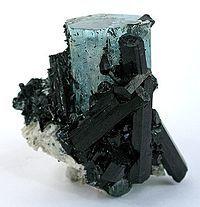 Three varieties of beryl: morganite, aquamarine and heliodor.    Ren beryl er farveløs, så små mængder af metal kan farve det grønt, blåt, rødt, hvidt eller gult i mange nuancer. De mest kendte varieteter er de grønne smaragder, der har små mængder af krom i krystalgitteret og de blå akvamariner, der har små mængder af jern.  Norge, Østrig, Tyskland, Sverige (især morganit), Irland og Rusland. Også Brasilien, Colombia, Madagaskar, Mozambique, Sydafrika, USA og Zambia har berylforekomster. Boy Gifts, Gifts For Boys, Nuancer, Texture, Wood, Crafts, Colombia, Madagascar, Brazil