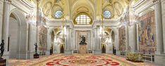 Salón de Columnas . Durante el reinado de Isabel II en él se celebraban bailes y banquetes. Antes se celebró los Jueves Santos, la ceremonia de Lavatorio y Comida de Pobres*