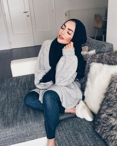 Beautiful girl in hijab Modern Hijab Fashion, Street Hijab Fashion, Hijab Fashion Inspiration, Islamic Fashion, Muslim Fashion, Modest Fashion, Modest Clothing, Style Inspiration, Hijab Casual
