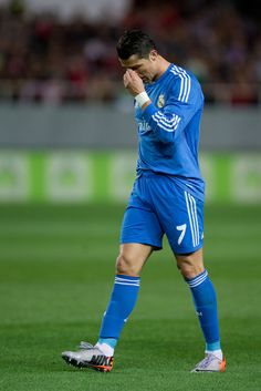 Cristiano Ronaldo reacts as he failed to score during the La Liga match between Sevilla FC and Real Madrid CF at Estadio Ramón Sánchez Pizjuán on March 26, 2014 in Seville, Spain.