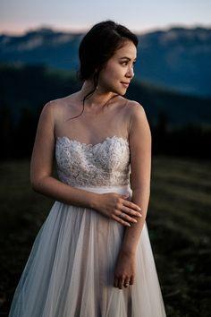 Traumhafte Berghochzeit in der Schweiz | WonderWed Blog Traumhafte Berghochzeit in der Schweiz | WonderWed Blog #wedding #bride #rustic #barn