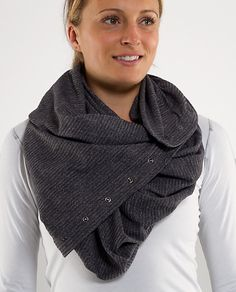 Vinyasa Scarf from Lululemon! So many ways you can wear it! Lululemon Vinyasa Scarf, Lululemon Athletica, Athletic Outfits, Athletic Gear, Hair And Beard Styles, My Style, How To Wear, Alaska Fashion, Scarves