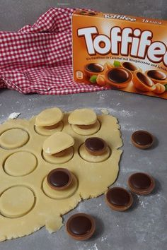 Toffifee in cookie dough – these cookies surprise everyone – dessert Cupcake Recipes, Cookie Recipes, Snack Recipes, Dessert Recipes, Berry Smoothie Recipe, Easy Smoothie Recipes, Coconut Milk Smoothie, Homemade Frappuccino, Grilled Fruit