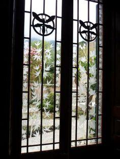 """Ca'n Prunera. 1911 .""""Ca'n Prunera"""" se acabó de construir el año 1911 por la familia Magraner, y continuó como casa familiar hasta el 2006. El edificio, junto con su amueblado y accesorios han sido cuidadosamente restaurados para recuperar su majestuosidad original. Es, sin duda, el mejor ejemplo del esplendor económico solleric de la época, que fue impulsado por el regreso de emigrantes con fortunas realizadas en América o Europa."""