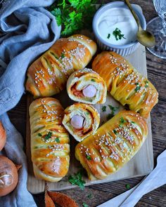 Hot Dog, Fresh Rolls, Food And Drink, Bread, Meals, Ethnic Recipes, Life, Meal, Breads