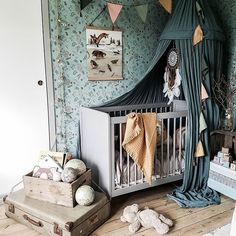 This baby room looks very nice. Tag someone who's expecting a baby soon Credit This baby room looks very nice. Tag someone who's expecting a baby soon Credit - Unique Baby Bathing Baby Room Themes, Baby Room Diy, Baby Boy Rooms, Baby Room Decor, Ikea Baby Room, Baby Wallpaper, Baby Room Ideas Early Years, Erwarten Baby, Baby Room Neutral