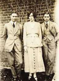 Don't you just love a mistress!!!! A smoking one!   Freda Dudley Ward with prince of Wales and prince Albert.