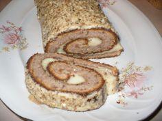 Reteta culinara Rulada de toamna cu nuci din categoria Prajituri. Cum sa faci Rulada de toamna cu nuci