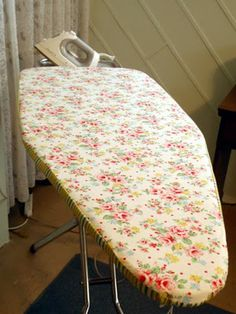 wonderwoman creations: Bring Back the Old and Throw Out the New Sewing Crafts, Sewing Projects, Diy Crafts, Sewing Ideas, Diy Ironing Board Covers, Ironing Station, Crafty Craft, Crafting, Quilting Room