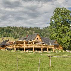 O salaši Zbojská a zbojníckej histórii Cabin, House Styles, Home Decor, Decoration Home, Room Decor, Cabins, Cottage, Home Interior Design, Wooden Houses