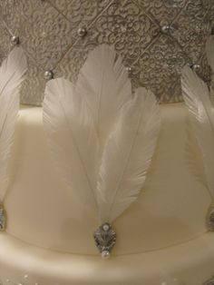 Not sugar, but wafer paper feather tutorial. I believe you could use this pattern and tutorial to reproduce these feathers in fondant with a bit of Tylose powder kneaded in. http://thefondanistafiles.blogspot.com/2009/11/utah-chocolate-show.html