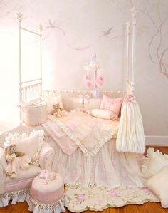 who wants to paint my nursery wall with art?? anyone? lol
