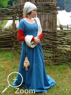 Dress in Indigo Dyed wool with madder-dyed silk velvet from Ansteckärmel - grande assiette sleeves - really like this look Medieval Dress, Medieval Costume, Medieval Fashion, Medieval Clothing, Historical Costume, Historical Clothing, 15th Century Clothing, 15th Century Dress, 14th Century