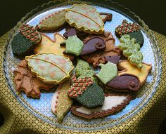 Thanksgiving Cookies - Acorn, leaf and squirrel cookies, all iced in a palette of warm autumn hues and sparkling sugar. Cookies Cupcake, Galletas Cookies, Iced Cookies, Sugar Cookies, Leaf Cookies, Acorn Cookies, Ginger Cookies, Thanksgiving Cookies, Fall Cookies