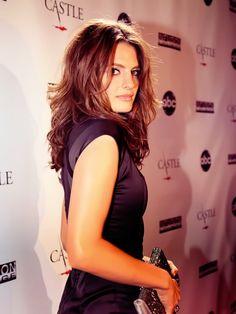 Stana Katic I want my hair like hers ! Celebrities Hairstyles, Stana Katic Hot, Kate Beckett, Star Wars, Portraits, Girl Crushes, Woman Crush, Beautiful Actresses, Pretty Woman