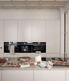 Arkitekt plus beige Home Decor Kitchen, Kitchen Interior, Home Kitchens, Kitchen Dining, Beige Kitchen, Küchen Design, House Design, Interior Desing, Scandinavian Kitchen