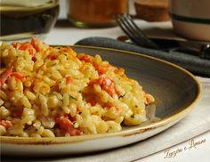 Risotto salmone e curcuma Gnocchi, Risotto Recipes, Ravioli, Fried Rice, Italian Recipes, Finger Foods, Macaroni And Cheese, Food Porn, Food And Drink