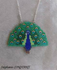 Magnifique pendentif paon en perles Miyuki avec chaîne en argent 925, en vente