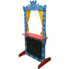 """Teatro de suelo fabricado en madera para hacer representaciones teatrales con títeres y marionetas. La parte inferior de la estructura es de pizarra, para que puedan escribir textos y anunciar el """"horario de las funciones"""""""