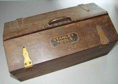 Small Tool Box, Tool Box Diy, Old Tool Boxes, Metal Tool Box, Wooden Tool Boxes, Woodworking At Home, Antique Woodworking Tools, Antique Tools, Old Tools