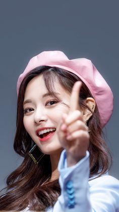 Twice's Tzuyu #Tzuyu #Twice #쯔위 #트와이스 #子瑜 #ツウィ #トゥワイス #จื่อวี #ทไวซ์ #Цзыюй #Твайс Kpop Girl Groups, Korean Girl Groups, Kpop Girls, Gorgeous Teen, Beautiful Hijab, Loona Kim Lip, Chou Tzu Yu, Jihyo Twice, Twice Once