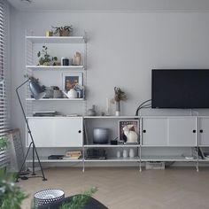 Furniture For Sale Online Living Room Red, Home And Living, Living Room Decor, Living Spaces, Interior Design Living Room, Living Room Designs, String Regal, String Shelf, Home Office Setup
