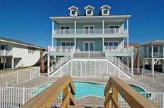 Myrtle Beach house rentals that are oceanfront, such as Sea Glass, provide very spacious accommodations for up to 26 with 6 bedrooms and 6 baths.