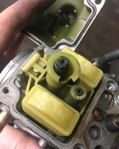 This is not because your are Irish or that you miss St-Patrick's day or that you love golf... That you can have a green & grassy carburetor. That won't run it better dude !  #workshopstories #workshop #motorcycles #custom #caferacer #scrambler #mechanics #honda #nx650 #dominator #dominator650 #carburator #keihin