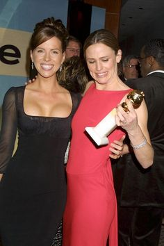 Kate Beckinsale y Jennifer Garner Hottest Female Celebrities, Hollywood Celebrities, Beautiful Celebrities, Beautiful People, Beautiful Women, Celebs, Jennifer Garner, Female Actresses, Actors & Actresses