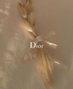 This picture captures the essence of this brand; it's relaxed, subtle yet elegant! As they say 'j'adore dior' ❤️ Boujee Aesthetic, Angel Aesthetic, Cream Aesthetic, Brown Aesthetic, Wallpaper Iphone Tumblr Grunge, Wallpaper Wallpapers, Autumn Fashion Grunge, Fall Fashion, Image Tumblr