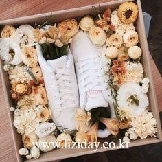 Contact : lizi@liziday.com  _  _  _  #flowers #liziday #flowergift #gift #koreaflower #koreanflorist #florist #flowerarrangement #flowerbox #handtied #꽃다발 #꽃다발포장 #flowerclass #flowershop #flowerwrapping #wrapping #bouquet #플로리스트 #리지데이 #koreanflorist #kstyleflower #koreanflower #kstylewrapping #flowerbox #gifts #giftideas #꽃신 #전역 #꽃신플라워박스 #플라워박스